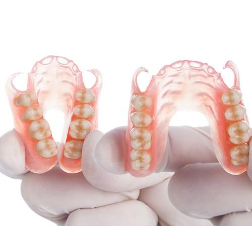 Зубные протезы съемные нейлоновые